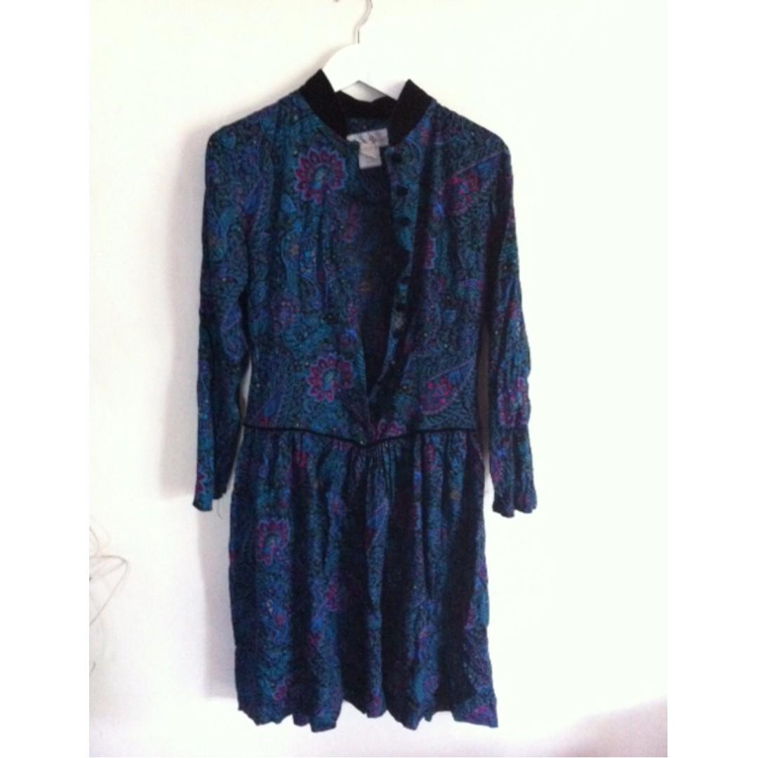 Vintage Paisley Dress with Velvet Collar