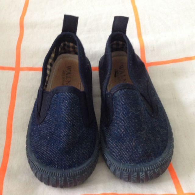 Walnut toddler shoes.Size 23