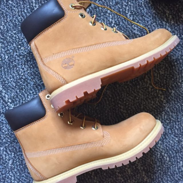 Woman's Timberlands Size 8.5
