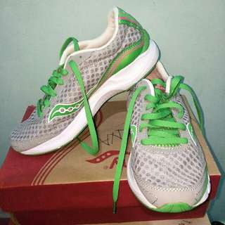 Authentic Saucony Sneakers Gym Running Shoes Green White Pink