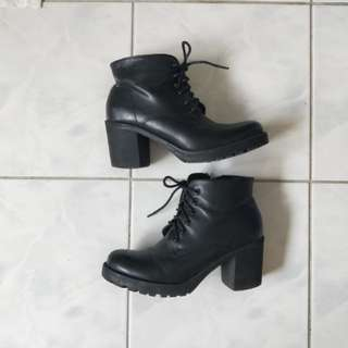 Dotti boots size 8