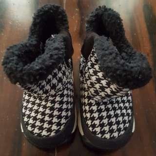 Brand New NIKE Winter Boot Sneakers