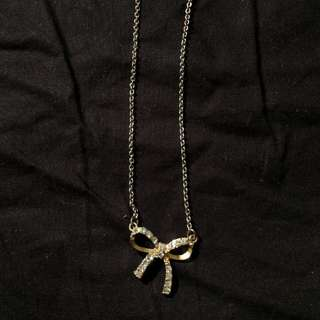 Guess gold bow necklace