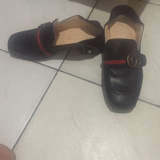 Sepatu gucci mutiara