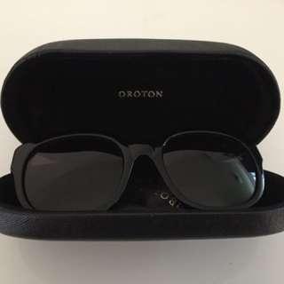 Sunglasses Oroton