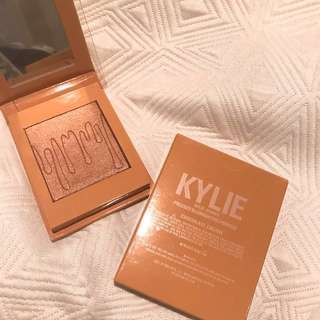 Kyliecosmetics pressed illuminating powder(chocolate cherry)