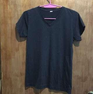 Unbranded black vneck shirt