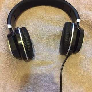 全罩式重低音耳機🎧