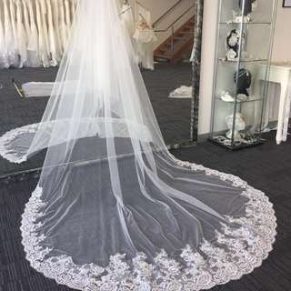 Lace edge wedding veil in 1tier cathdral lenght