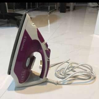 Electrolux ESI530 Steam Iron