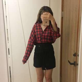 格子襯衫(可以拉斜肩)/個性扣環短裙