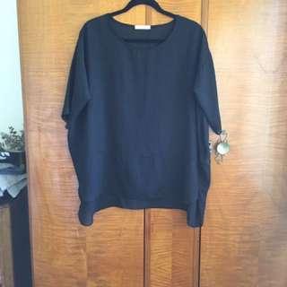 Oversize top. Made in Korea.