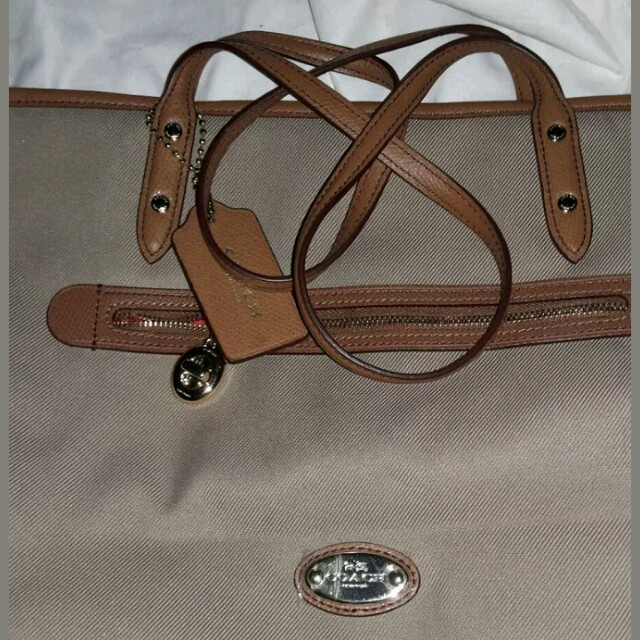 Authentic coach sawyer.tote bag