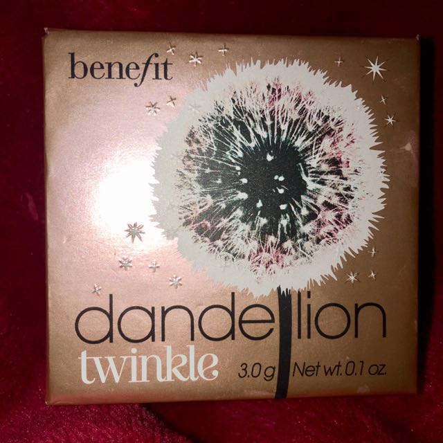 Benefit Cosmetics Dandelion Twinkle Strobing Powder with application brush