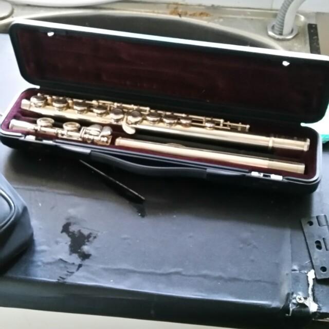 Gold yamaha flute