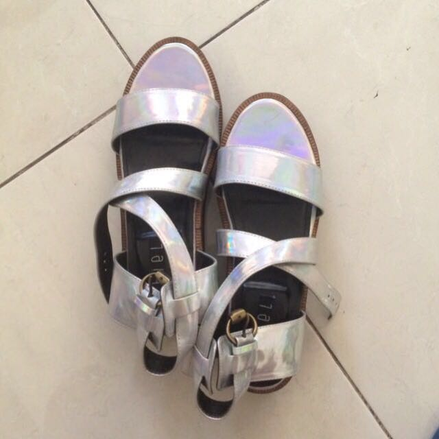 HOLOGRAM BY CHIEL SHOES