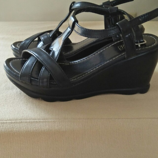 Lilli sandals