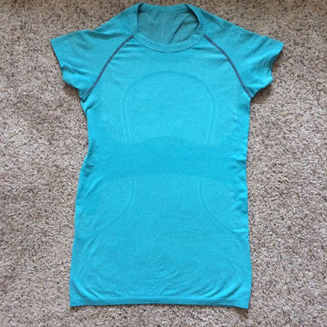 Lululemon swiftly run top shirt size 6 blue