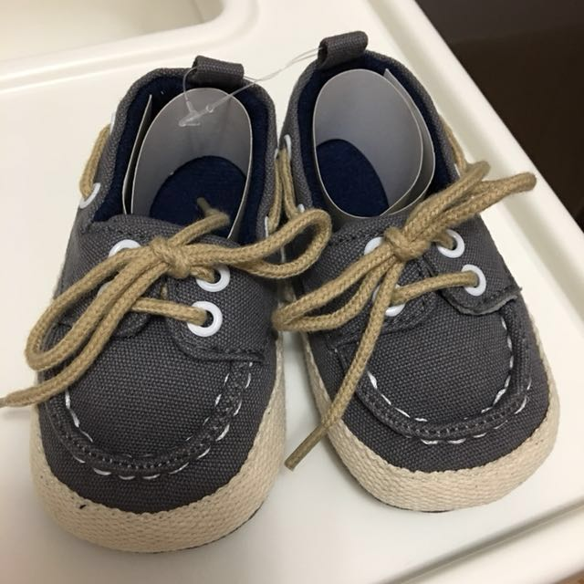 NEW Baby shoes Size Eur 18/19, US 3 on