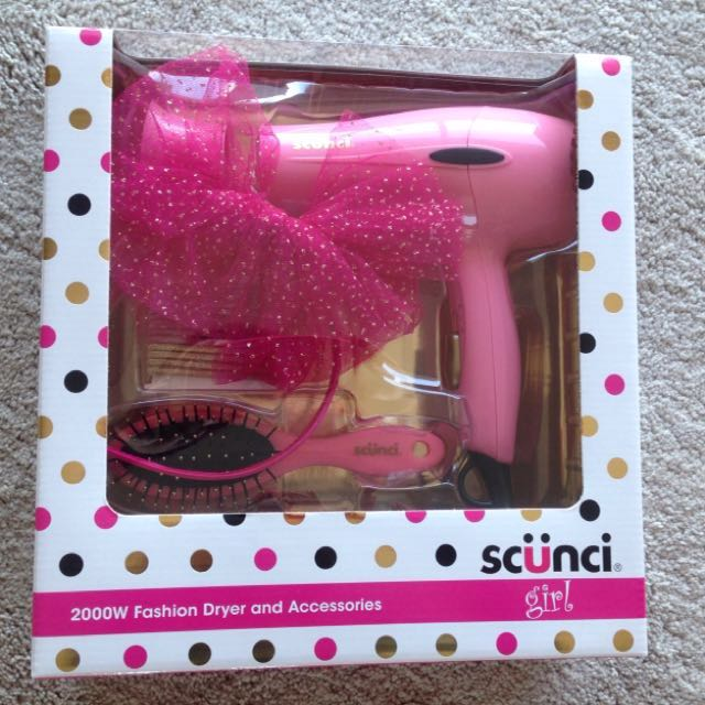 NEW! Hair dryer and accessories boxed set