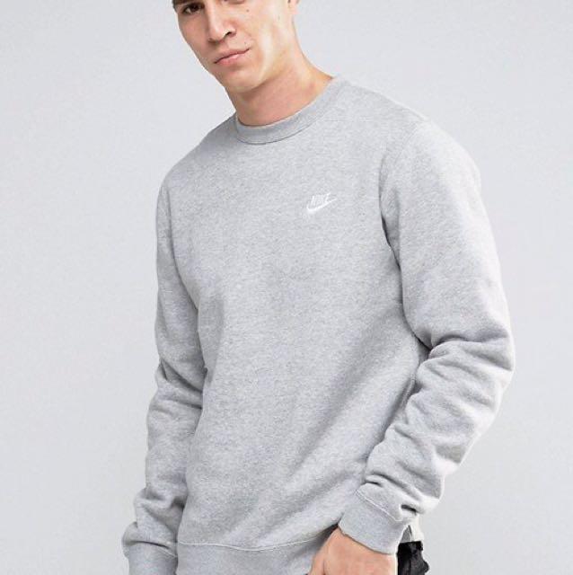 Nike 大學T
