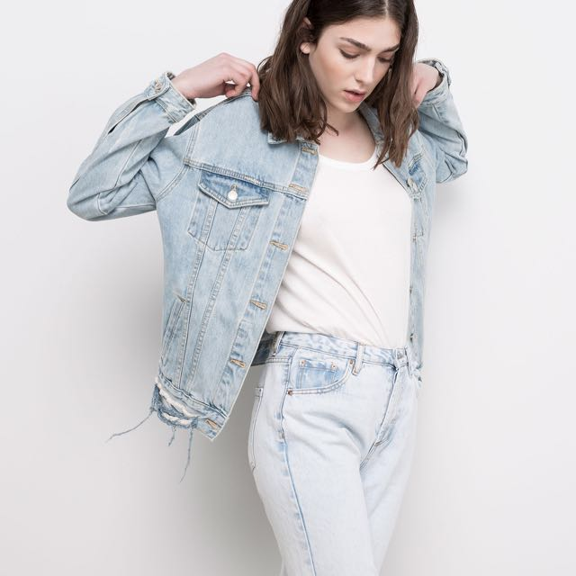 4ea4a808443 PULL AND BEAR OVERSIZED DENIM JACKET IN LIGHT BLUE, Women's Fashion,  Clothes, Outerwear on Carousell