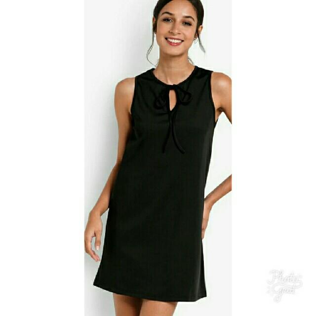 40c88b75951b REPRICED! Zalora Front Hole Dress