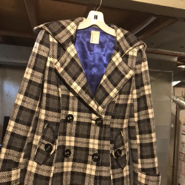 Selling a very nice smart set coat