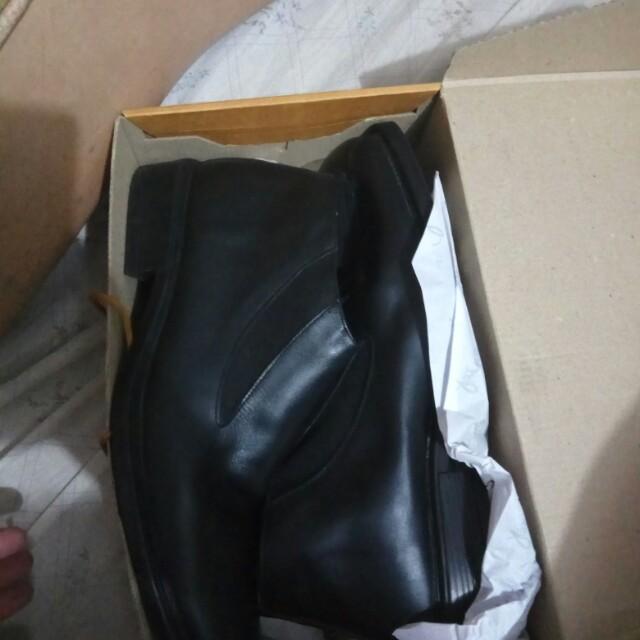 Sepatu Pantopel Yongki Komaladi size 42, harga nett