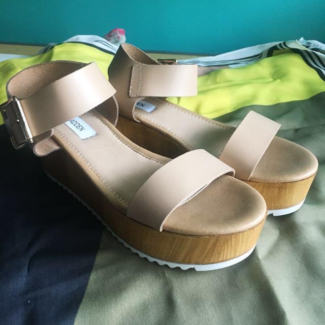 SIZE 7 STEVE MADDEN Platform Sandals