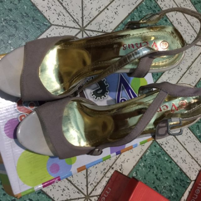 Unbranded heels