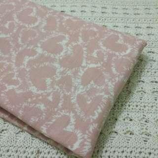 Pashmina Baby Pink Motif Love Warna Putih