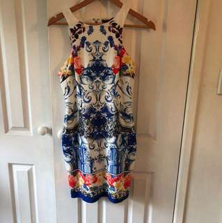 Body on pattern dress