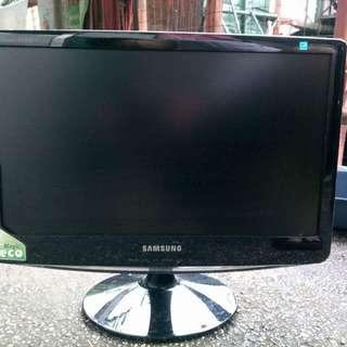 Samsung 18inches Computer Monitor
