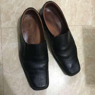 45號皮鞋