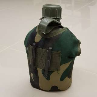 Water bottle camouflage army