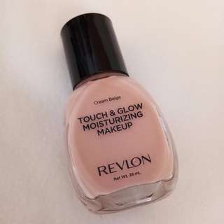 Revlon - Touch & Glow Moisturing Make Up - Cream Beige 55