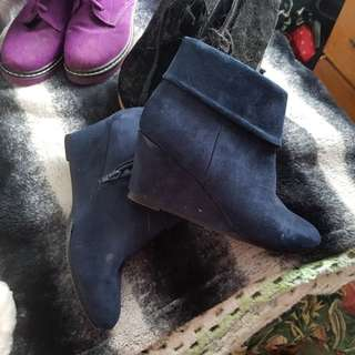Dark blue boots size 8 great condition