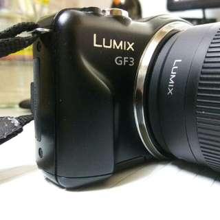 Panasonic Lumix GF3 w/ zoom 14-42mm zoom lens