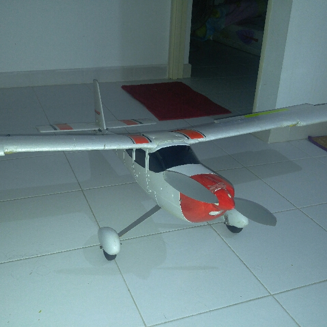 1400mm trainer rc plane  RTF  FUTABA T6J MODE 2 3X LIPOS AND