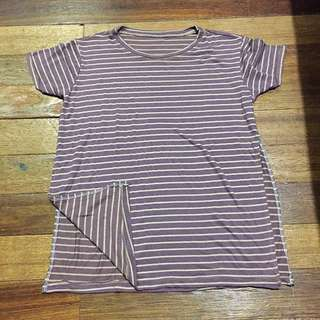 T-shirt with side slit
