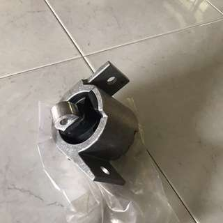 Jaguar Rear Engine mounting (x350) XJ8
