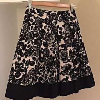 Review size 6 cream & black skirt