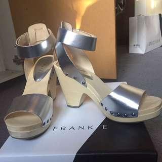 Silver platform heel