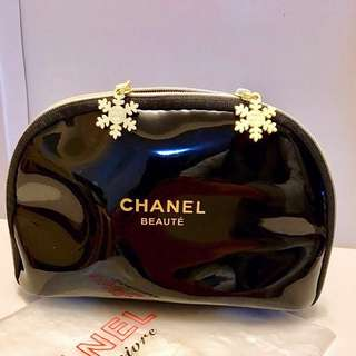 CHANEL| Genuine Patent Make-Up Bag| NEW