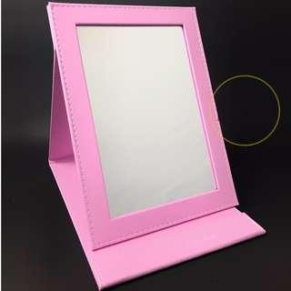 Bobbi Brown Mirror in Pink