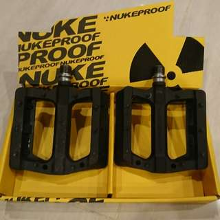 Nukeproof Electron Neutron Evo Pedals - almost new!