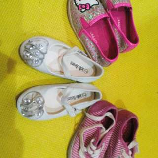 Shoes, size 7 / 23.5 ( hello kitty, white doll shoes and pink canvass)
