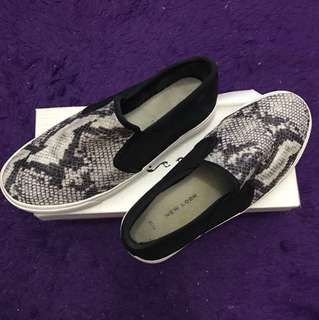 New Look Slip On Shoes Black & White size 38