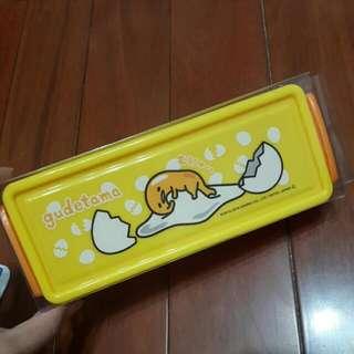日本 正品三麗鷗 蛋黃哥 筆盒 造型收納盒